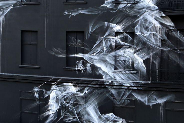 В Берлине Аарон Ли-Хилл закончил великолепную роспись на стене в рамках проекта One. Названная «Взлет и падение», композиция вдохновлена  вечным образом греческой богини победы. Написанная на фасаде пятиэтажного здания - она явлеясется крупнейшей на сегодняшний день росписью. http://tanjand.livejournal.com/1484868.html