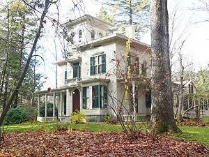 Emily Dickinson's house in Amherst, Massachusetts. Hmmm why did I put this here, I have driven by a hundred times.??