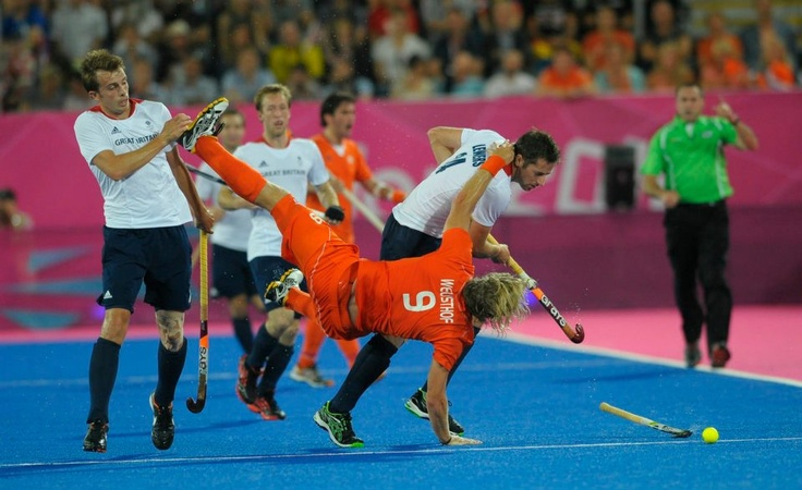 What do you think of this breakdance move, chaps? #fieldhockey #pictureoftheday