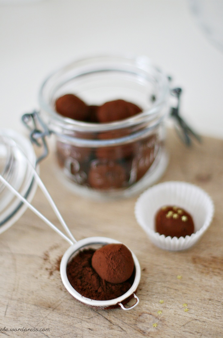 goat cheese truffles with dark chocOlate and black pepper