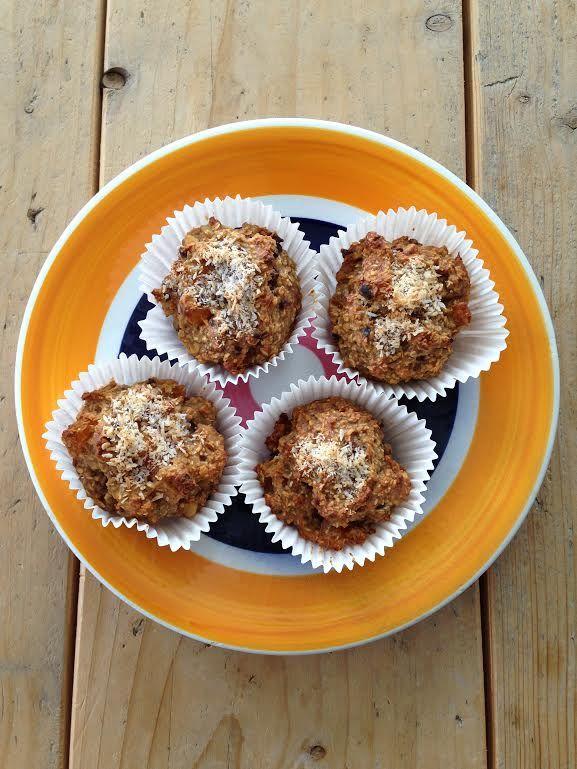 Havermout muffins met abrikoos, walnoot en kokos.