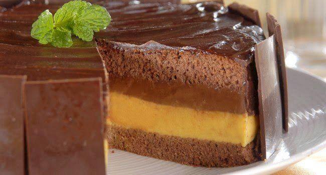 Maracujá e chocolate são dois ingredientes que foram feitos um para o outro. O azedinho da fruta contrasta perfeitamente com o doce do chocolate, criando u