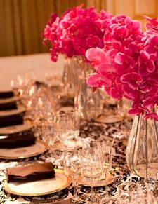 Flocking Damask Tablecloths Make For A Fantastic Valentineu0027s Day Decor