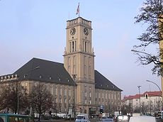 """Schöneberg; Rathaus Schöneberg """"ich bin ein berliner"""" speech place"""
