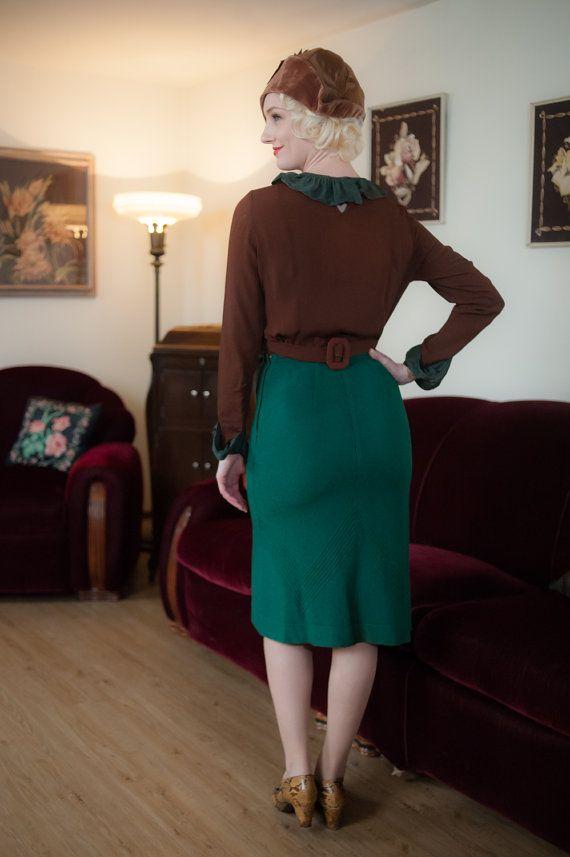 Falda vintage de la década de 1930  lana verde por FabGabs en Etsy