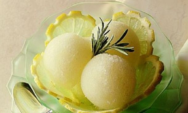 Μετά από ένα γεύμα και ποιος δεν θα ήθελε να γευτεί σορμπέ λεμόνι; Κι όμως μπορεί να φαίνεται δύσκολο να φτιαχτεί, εμείς όμως, σας έχουμε μία  πολύ εύκολη συνταγή!