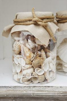 Fun DIY: glass jar filled with shells, covered with fabric patch (Hessian) and rough rope   thuis met Moon