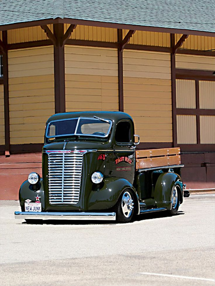 You never see these. Super rare and cool 1940 Chevy COE Fastway Heavy Hauler Service truck #hotrod #kustom #cabover