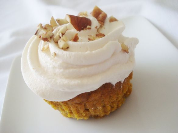 Pumpkin cupcakes with maple frosting | *Candy, Cakes & Chocolate* | P ...