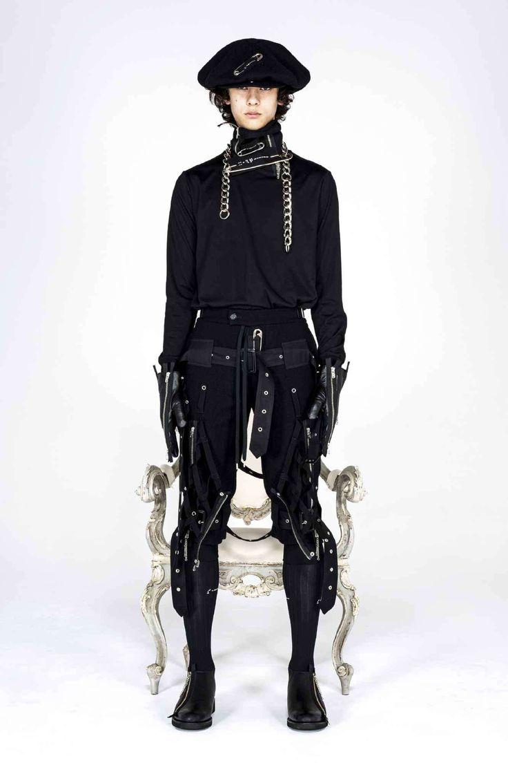 Takahiromiyashita TheSoloist. explora una estética neo-punk para su colección Fall-Winter 2021 Runway Fashion, Fashion News, Fashion Beauty, Fashion Show, Runway Magazine, The Soloist, Half Jacket, Black Dahlia, Punk
