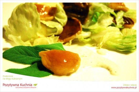 Salatka selerowo-grzybowa - #przepis na sałatę z #seler.a z marynowanymi grzybkami  http://pozytywnakuchnia.pl/salatka-z-selera-i-marynowanych-grzybkow/  #grzyby #kuchnia #salatka