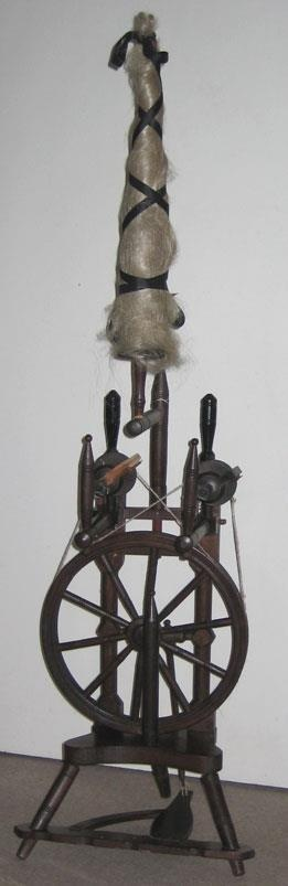 Double flyer wheel - look at that lovely dressed distaff!