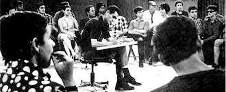 Em 69 a TV Cultura lançou um programa sobre comportamento, JOVEM URGENTE, comandado pelo professor da PUC, Paulo Gaudêncio. Era dirigido aos jovens e seus pais, em linguagem coloquial e direta. Na época o país vivia o período mais agudo do regime militar. Realizar o programa era um risco permanente. Uma edição dedicada a sexualidade provocou forte reação. E a atração foi o primeiro programa de televisão a sofrer censura e sua exibição foi proibida em todo o território nacional.
