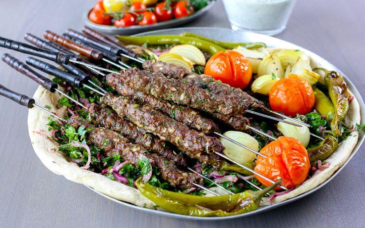 Jag älskar kebab! Här kommer mina bästa recept på kebab, bröd, såser och tillbehör samlade på en och samma plats.