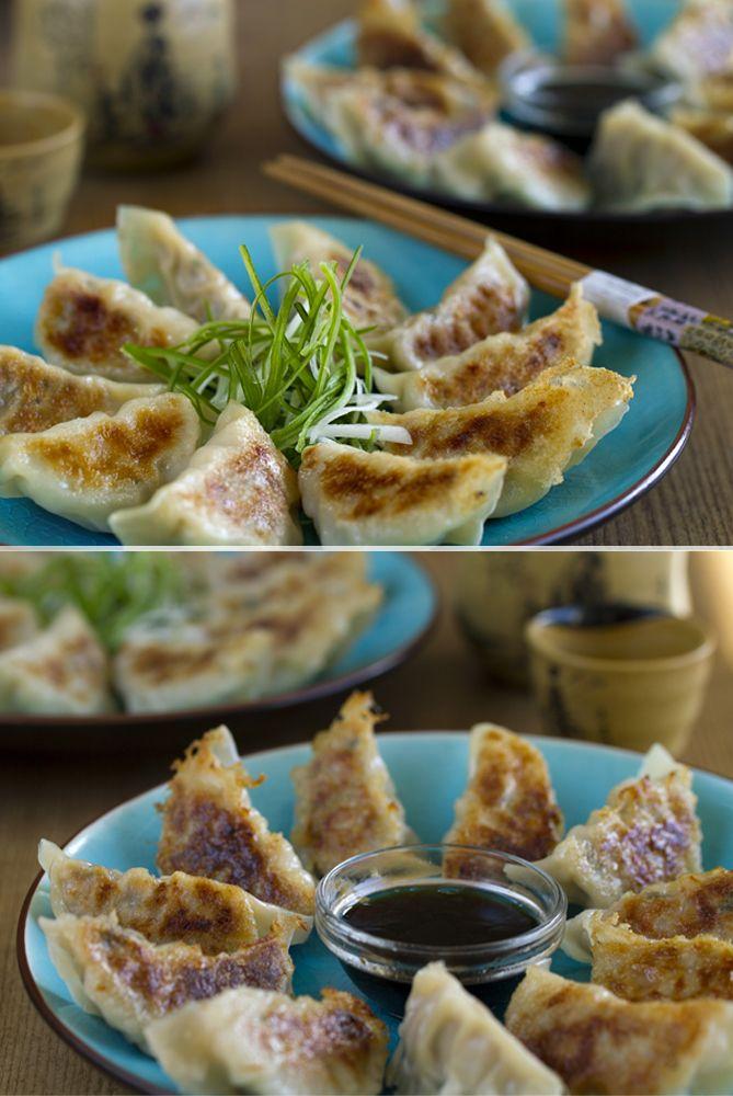 """Gyoza o Empanidillas japonesas (Versión fácil). Un """"dumpling"""" muy famoso de la gastronomía asiática, son la versión japonesa de las empanadillas Chinas. Espero que os guste! #Gyoza #CocinaJaponesa #CocinaAsiática ◉ Ver la receta completa: http://www.cocinothai.com/gyoza-empanadillas-japonesas/"""