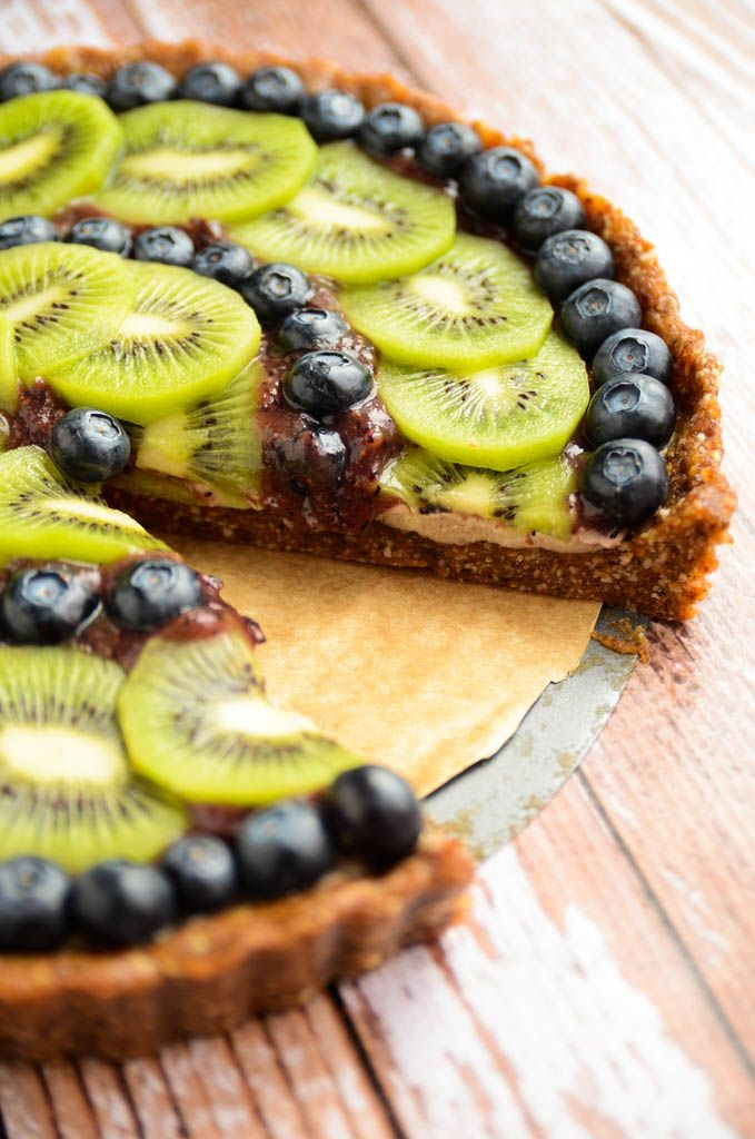 Kiwi Blueberry Tart: delectable and packed to its crinkled edges with nutrients (raw, vegan).