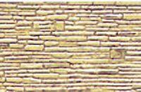 JTT Maquette Bouwmaterialen Embossed relifplaten van witte styreen om op  maat te snijden en met acryl te beschilderen. Voor een duidelijk motief is de foto in kleur.  Maat 19x30.5 cm.x0.5 mm. dik. Per 2 witte platen Schaal 1:100 steenhoogte 1.2 mm. Motief: Ruwe steen in wild verband