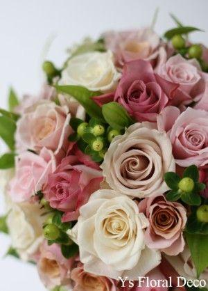 くすんだピンク~アイボリーのバラいっぱいのラウンドブーケ  ys floral deco