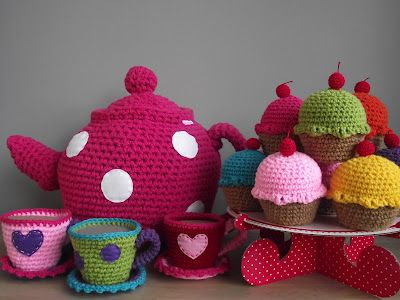 crochet teapot and cups