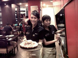 Gaji Karyawan Pizza Hut,gaji di pizza hut,gaji waiter pizza hut,karyawan pizza hut,pizza hut delivery,gaji karyawan,syarat waitress pizza hut,karyawan kfc,syarat kerja,gaji pegawai,daftar gaji,