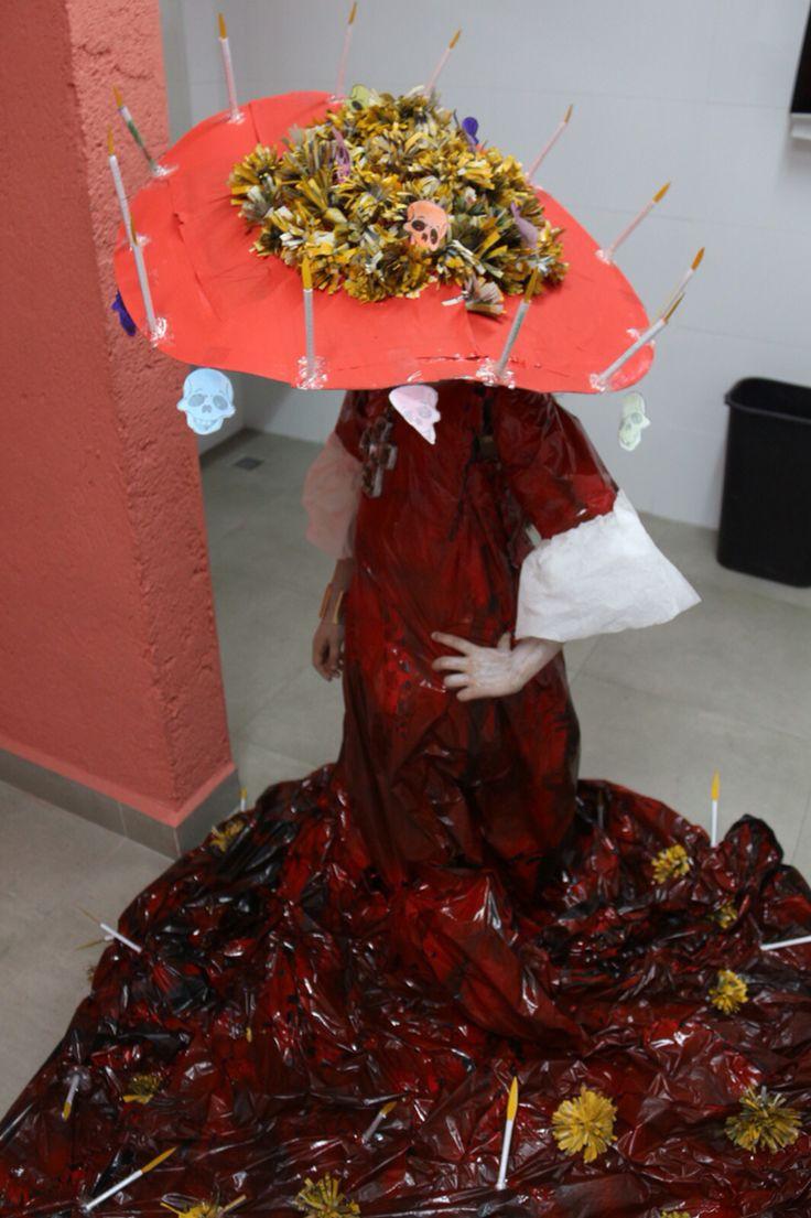 Catrina Material reciclado  Vista parte arriba sombrero Flores papel periódico Velas libreta reciclada Mecha caja de cereal Sombrero caja de cereal y gorra Viena
