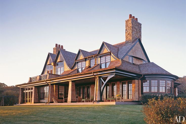 Traditional elements and contemporary attitude come together at a Shope Reno Wharton–designed retreat on Long Island Sound.