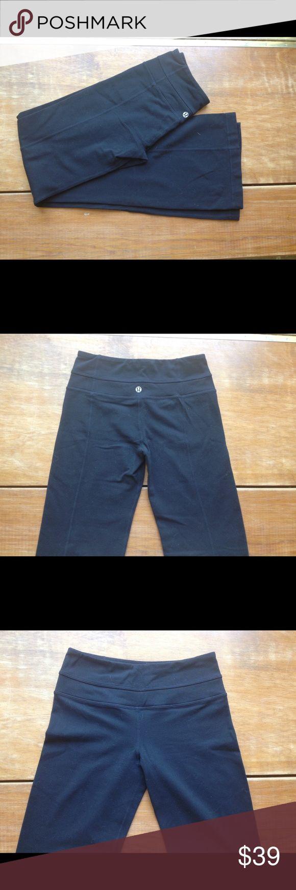 SALE🎈Lululemon black yoga pants🍃 Classic black bootcut lululemons yoga pants 🌿 secret pocket located in rear.                              Choice of any sports bra with purchase. lululemon athletica Pants Boot Cut & Flare