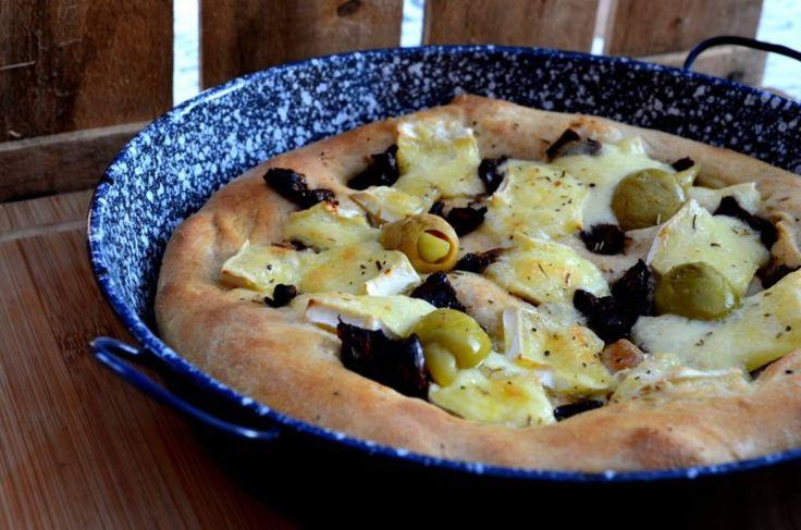 Focaccia - avagy mediterrán kenyérlángos aszalt paradicsommal, sajttal és olívabogyóval | Álom.Íz.Világ.