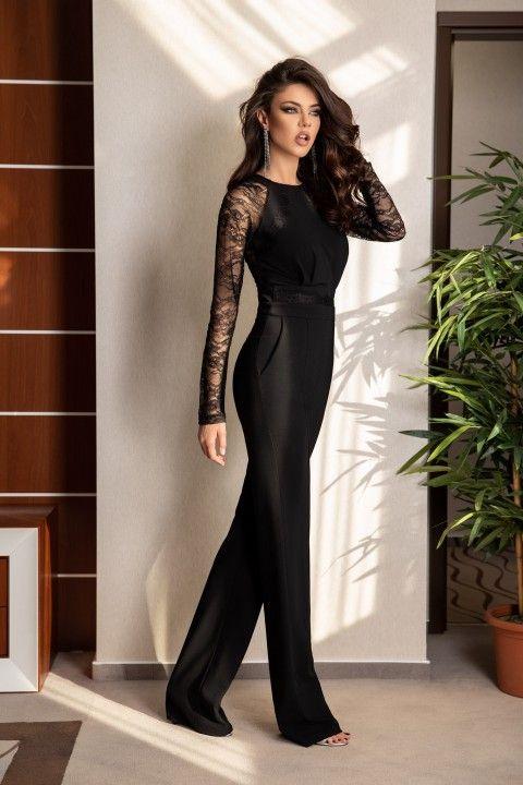 3e0e4b3d740d Tuta elegante di colore nero in tessuto lucido con inserto di pizzo in  tinta in 2019