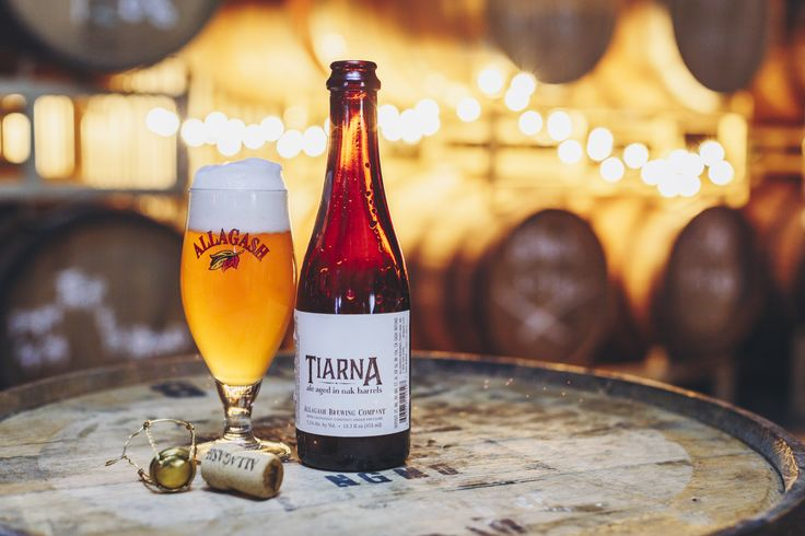 Tiarna is a blend of two beers, one aged in oak and fermented with 100% brettanomyces and the other fermented in stainless with a blend of two belgian yeast strains. It was hopped with Hallertau, Styrian Goldings and Cascade hops. The finished beer is dark golden in color with citrus, pineapple and bread in the aroma. The flavor of this tart beer has notes of grapefruit, lemon, and bread crust, and a long, dry finish.
