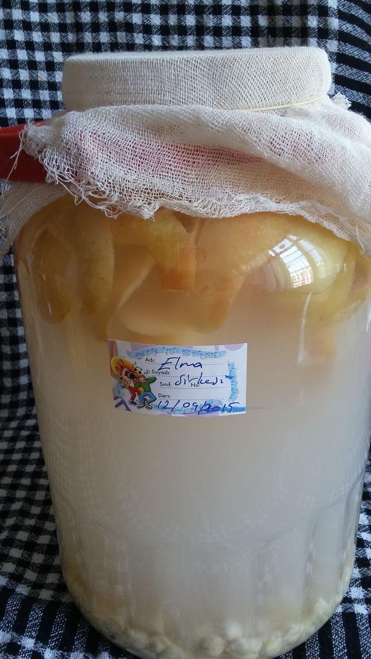 MALZEMELER   10 Tane elmanın kabuğu ve koçanı  1 çay bardağı nohut.  1 çay bardağı bulgur.  1 çay kaşığı bal (varsa)    YAPILIŞI      5 L...
