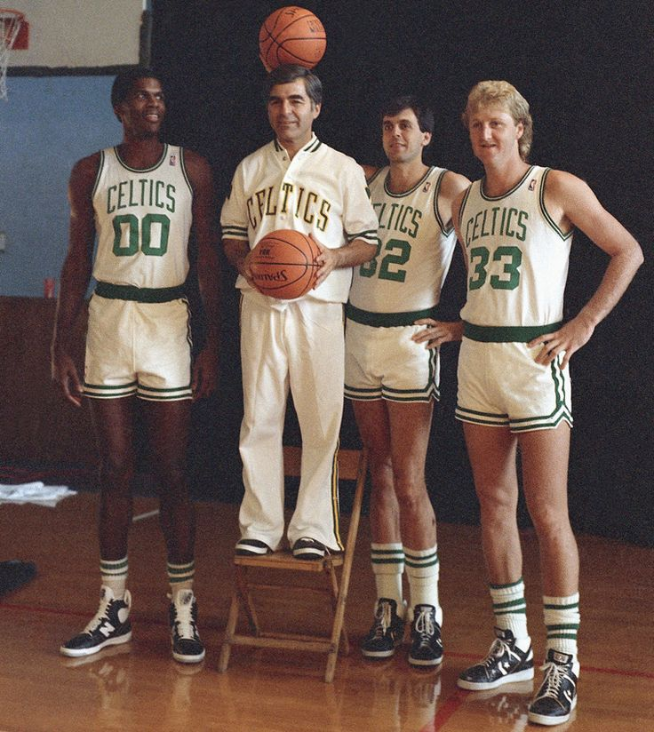 Larry Bird one of the greatest to ever do it!