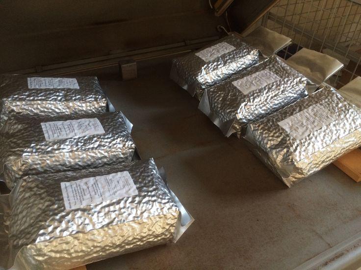 Pronti per la spedizione i sacchetti da 1kg in grani di #CaffèPenazzi1926 #Ferrara   Ready for delivery the 1kg bean bags of #CaffèPenazzi1926 #Ferrara