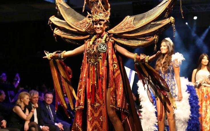 Kabar bahagia yang membuat kita bangga datang dari ajang MissSupranational 2015. Adalah wakil Indonesia,Gresya Amandadengan busanabertema Toraja dipilih sebagai pemenangBest National Costume. Amanda menggunakan kostum... Read More http://www.infotoraja.com/bertema-toraja-indonesia-menang-best-national-costume-di-ajang-miss-supranational-2015/