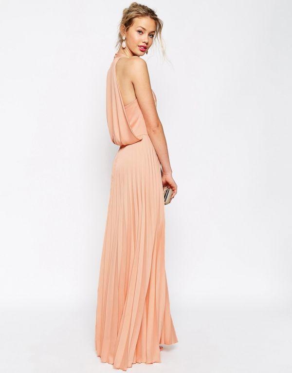 vestido largo con falda plisada en color melocotón