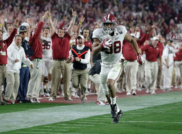Alabama\'s O.J. Howard heads to the end zone for a touchdown reception during the second half of the NCAA college football playoff championship game against Clemson Monday, Jan. 11, 2016, in Glendale, Ariz. (AP Photo/Chris Carlson) #Alabama #RollTide #BuiltByBama #Bama #BamaNation #CrimsonTide #RTR #Tide #RammerJammer #NationalChampions