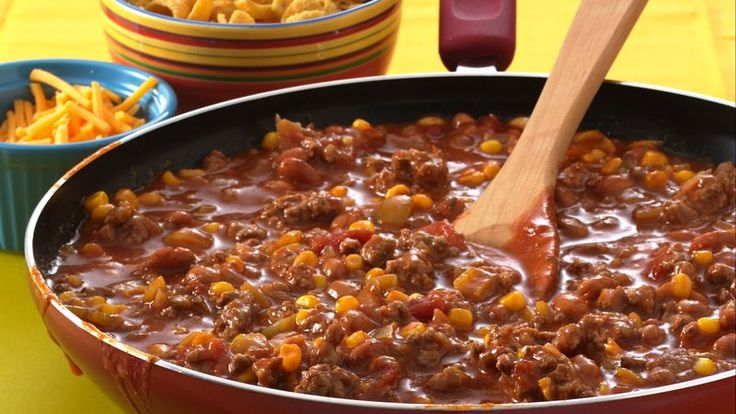 Looking for hearty chili recipe? Then check out this great skillet beef and bean dinner – ready in 40 minutes.