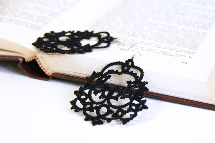 Orecchini neri in pizzo chandelier eleganti con perline nere…