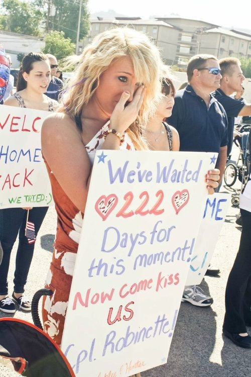 LOVE THIS MILITARY HOMECOMING SIGN.. So doing this when the hubby returns!'