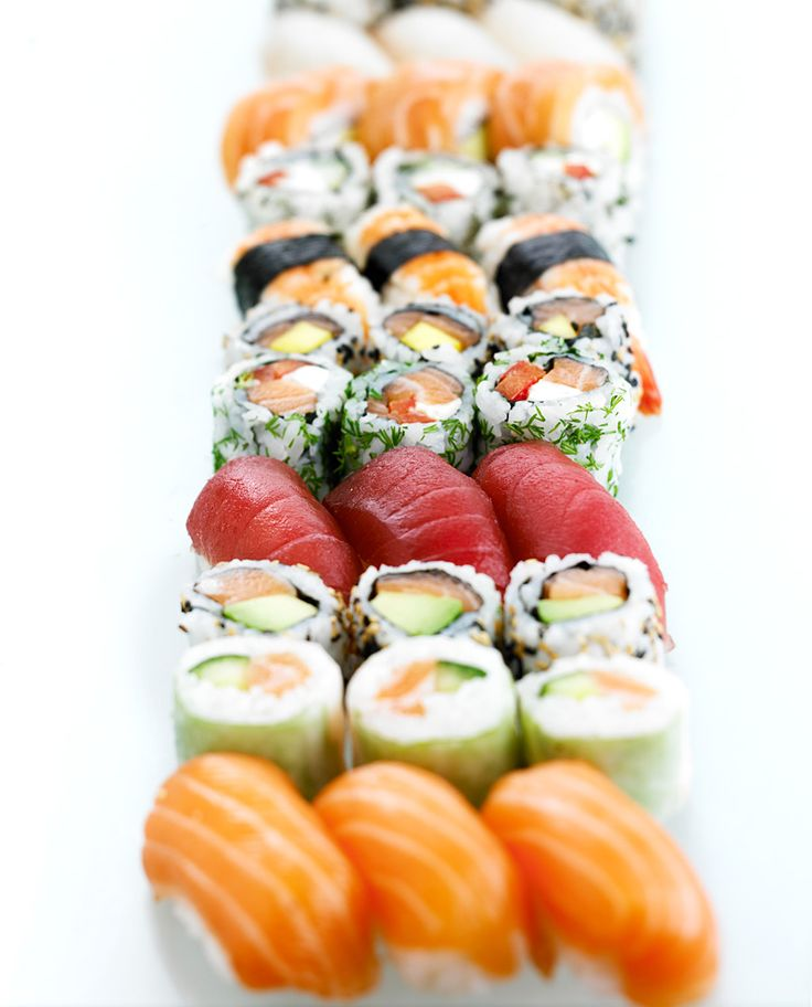 Makis, California rolls and Sushis