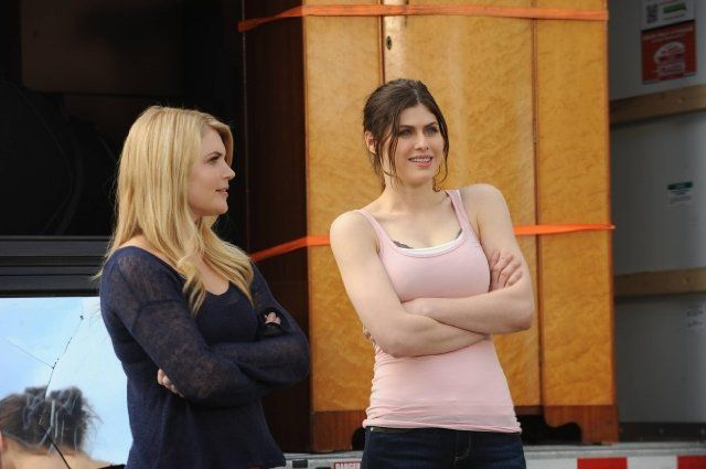 Alexandra Daddario and Stevie Nelson in New Girl (2011)