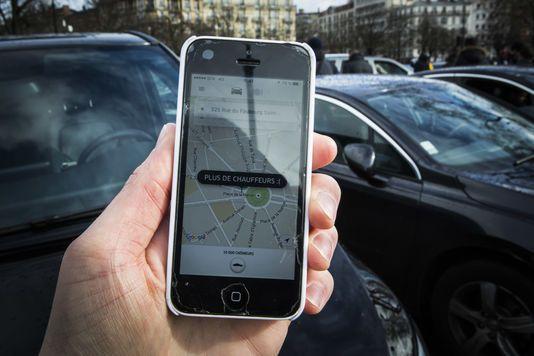 Inventaire à la «Uber» : le poème surréaliste des objets trouvés en voiture