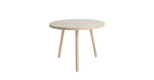 Ritz bord ingår i en serie med två fåtöljer samt barstol. Bordet finns i två höjder, 52 cm och 60 cm och är tillverkat i lackad, vitpigmenterad ask.