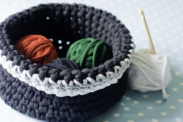 Learn how to make t-shirt yarn with this super simple tutorial. You can make a 20 yard roll of t-shirt yarn in under 10 minutes. Upcycle your old t-shirts!