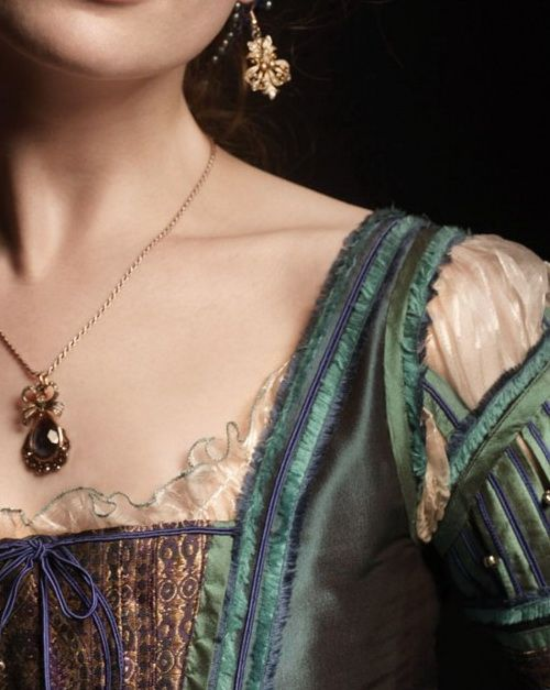 The layering of details in this is extraordinary. There are lots of longer shots of the costumes from the Borgias, but I love these close up shots showing raw edges creating fine fringe, soutache braid, etc... all creating lovely texture and depth.