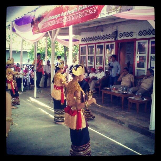 Tari Sembah dari Lampung. Tari sembah adalah salah satu ...