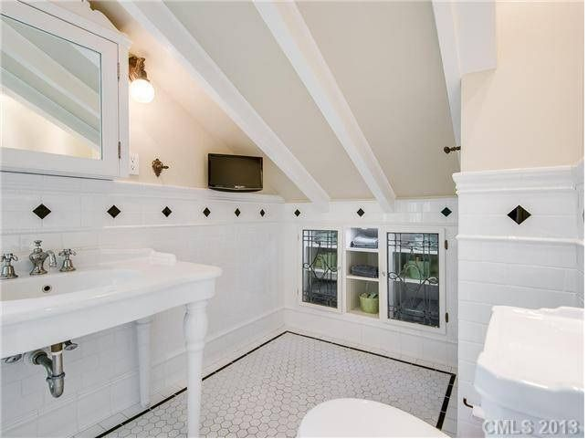 Best 25+ Bungalow Bathroom Ideas On Pinterest