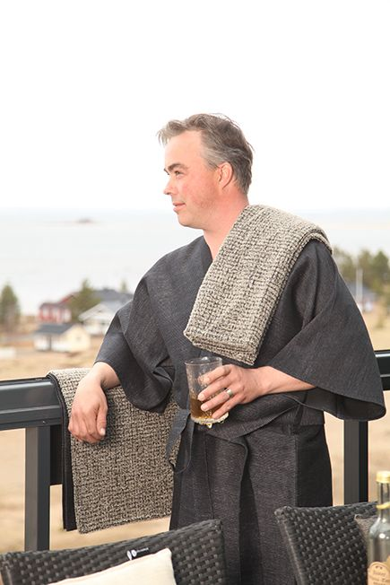 Linen bathrobe and towel by Pisa Design are perfect presents for father or spouse. Pisa Designin pellavainen kylpytakki ja -pyyhe ovat erinomainen lahja isälle tai puolisolle. www.pisadesign.fi.