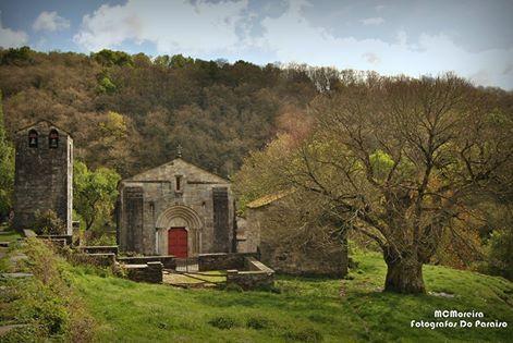 Conxunto monumental de Hospital de Incio (Lugo), onde se encontra a única igrexa románica de mármol de España.