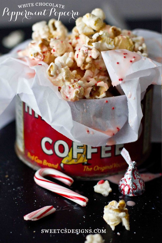 White Chocolate Peppermint Popcorn- this is so delicious, easy to make and perfect for parties!